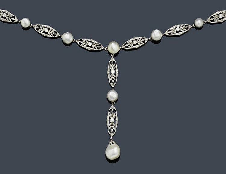 PEARL AND DIAMOND NECKLACE, ca. 1910.Platinum over