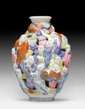 A PORCELAIN SNUFF BOTTLE DECORATED WITH LUOHANS.