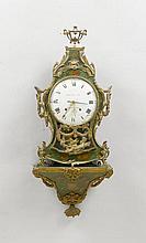 GEFASSTE PENDULE AUF SOCKEL MIT WECKER, Louis XVI,