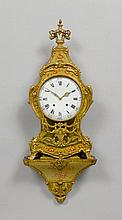 GEFASSTE PENDULE AUF SOCKEL, Louis XVI, Neuenburg,