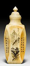ELFENBEIN-SNUFFBOTTLE. China, H 5,7 cm.Facettiert mit eingezogenem Hals. Fein gravierter und geschwärzter Dekor mit Landschaften und Inschriften. Passender Stopper.