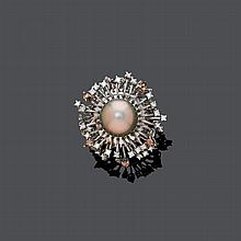 PEARL AND DIAMOND RING, BY STELLA D`ORO.White gold 750,