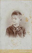 Schiele, Egon, Maler (1890-1918). Eisenbahnausweis mit Portrait-Photo des K