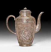 SMALL TEAPOT.China, 19th c. H 13 cm, 150 g.Silver,