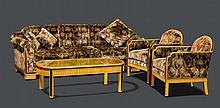 PAUL FOLLOT, zugeschrieben (1877-1941) AMEUBLEMENT, um 1930-40 Ahorn mit Messingintarsien. Bestand: Grosses Sofa, 2 Fauteuils, 2 Stühlen, 1 Beistelltisch rund und 1 Salontisch oval (spätere Arbeit). Sofa: 235x85x85 cm. Fauteuils: 70x85x85 cm.