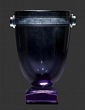 DAUM NANCYVASE, um 1930Graues Glas geätzt.