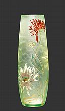 EMILE GALLEVASE, um 1900Hellgrünes Glas geätzt und