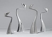 MATTHEW HILTON(1957)4 KERZENLEUCHTER, Modell 'Swan', Entwurf 1984.Aluminium. H XXX cm.