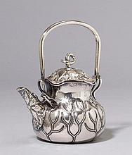 TEEKANNE, ungemarkt. Silber geprüft.Im Tiffany-Stil. H ca. 14,5 cm, 380 g.