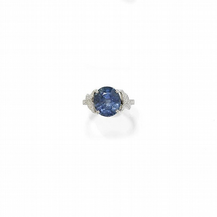 BURMA SAPPHIRE AND DIAMOND RING.White gold