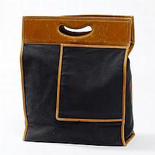 Hermès. Cabas en toile noire et cuir marron,