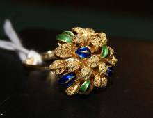 An 18ct yellow gold and enamelled dress ring