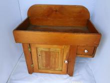 CHILDS WOOD TOY DRY SINK