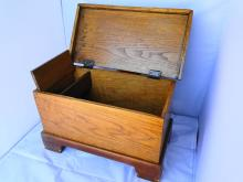 CHILDS OAK CHEST W/DRAWER 16