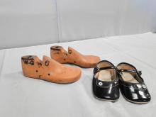 VINTAGE KENTON CHILD SHOE FORM/BLK PATENT SHOES