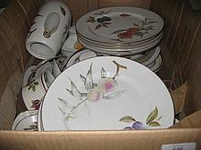 Quantity of Royal Worcester Evesham pattern oven to tableware