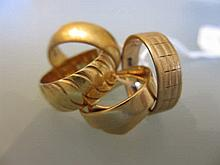 18ct Wedding band, 22ct wedding band and three 9ct yellow gold rings