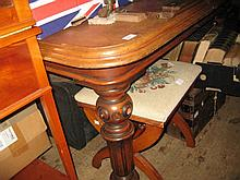 Victorian mahogany rectangular extending dining table, the moulded top with a shallow frieze raised on turned fluted supports with brass and ceramic casters, with a single extra leaf
