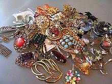 Quantity of miscellaneous costume jewellery
