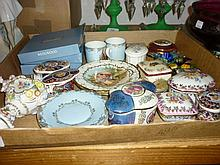 Pair of Vienna style cabinet cups and saucers together with a quantity of various porcelain trinket boxes, glass ware etc