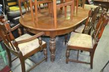 Oak Extention Dining Table with 2 Leaves, 4 Chairs and 2 Carvers