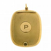 An art deco 9ct gold hinged compact with internal mirror with engine turned decoration and initialled 'P' weight 20gms