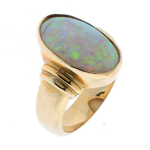 ANN 18CT GOLD OPAL RING;