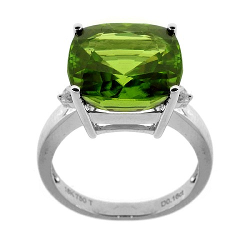 A SOLITAIRE PERIDOT RING; centring a cushion shape peridot of approx. 10ct adjacent to two round brilliant cut shoulder diamonds in....