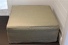 Square Ottoman in grey linen. 85 85 x 37cm