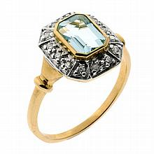 AN ART DECO STYLE AQUAMARINE AND DIAMOND RING; set with a step cut light blue aquamarine surrounded by 14 round brilliant cut diamon...