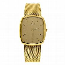 A PIAGET 18CT GOLD GENT'S WRIST WATCH; cushion shape golden dial with applied markers on an 18 jewell manual movement Cal. 9P2, adju..