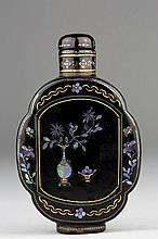 A INLAID MOTHER-OF-PEARL BLACK LACQUER SNUFF BOTTLE