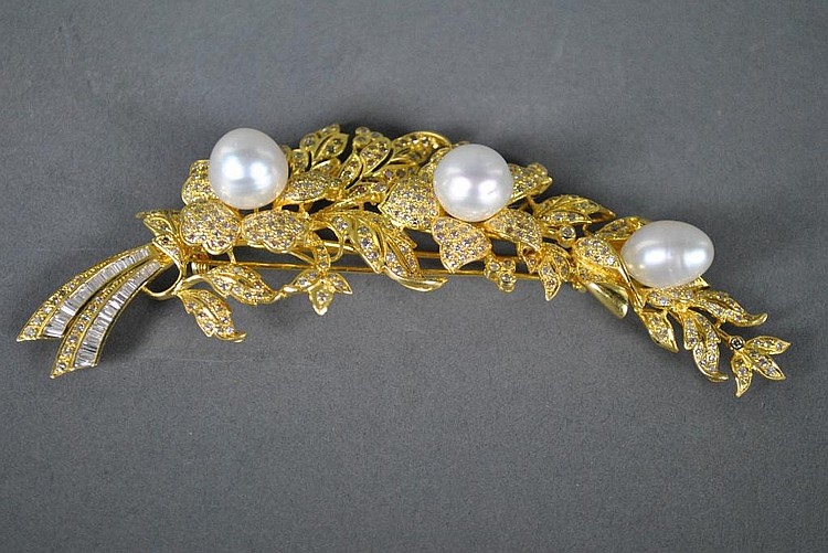 22K PEARL AND DIAMOND FLOWER BROOCH OF LARGE SIZE