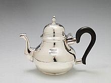 An Edward VII London silver teapot. Marks of Skinner & Co, 1904.