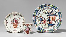 A famille rose cup and saucer. Qianlong period (1735-1796)