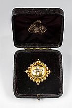 An English 15 ct gold, pearl and diamond buckle