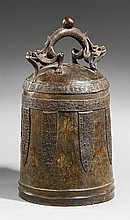 A large bronze bell. Qing dynasty