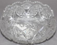 Cut glass bowl - diameter: 8