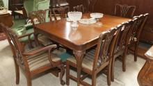 Chippendale style 9 piece dinning set, table comes with 5 leaves.
