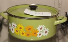 Vintage Dutch oven, green with floral detail, 6 quart