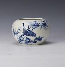 A BLUE AND WHITE PORCELAIN JAR