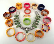 18 Pcs.:Vintage Bakelite Jewelry