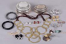 Estate lot: Costume Jewelry