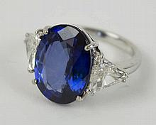 SAPPHIRE AND DIAMOND RING, white gold. Ring size 4/4.5