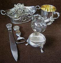 SMALL SILVER/SILVER MOUNTED ITEMS, to include an o