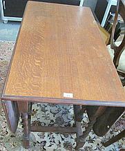 Antique oak gateleg table