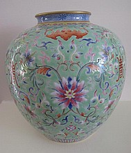 Chinese Famille Rose porcelain vase finely painted