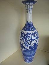 Fine Chinese porcelain underglaze blue vase 27cms