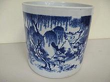 Large 19thC Chinese blue white porcelain brushpot wel painted with figures