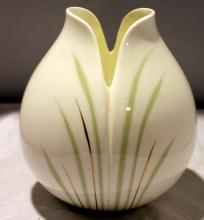Beautiful 1982 Royal Doulton Impressions Vase